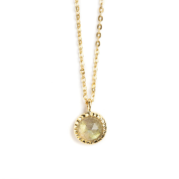 925 SILVER GOLD PLATED ROUND PENDANT WITH LABRODOLITE.
