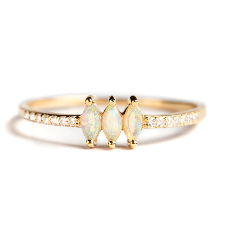 14K GOLD RING WITH DIAMONDS AND AUSTRALIAN OPAL