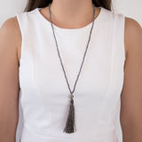 THREAD NECKLACE WITH GREY TASSLE AND CRYSTALS
