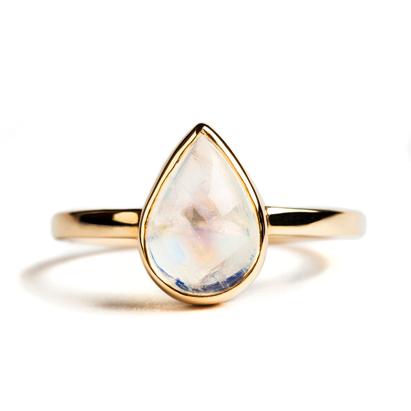 14K YELLOW GOLD SOLITAIRE BEZEL RING WITH PEAR MOONSTONE