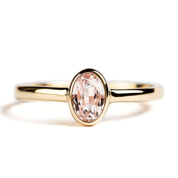 14K YELLOW GOLD SOLITAIRE BEZEL RING WITH OVAL KUNZITE