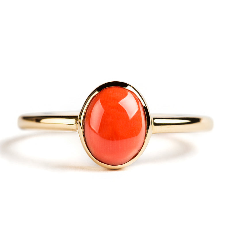14K YELLOW GOLD SOLITAIRE BEZEL RING WITH OVAL CORAL