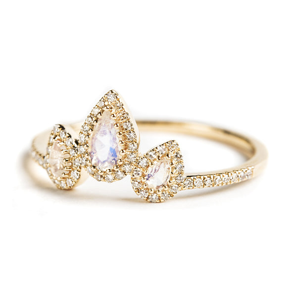 14K GOLD THREE STONE RING WITH MOONSTONE AND DIAMONDS