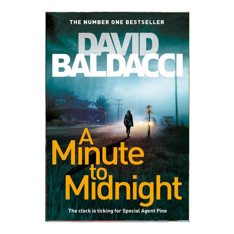 A Minute To Midnight: Atlee Pine Series (English)
