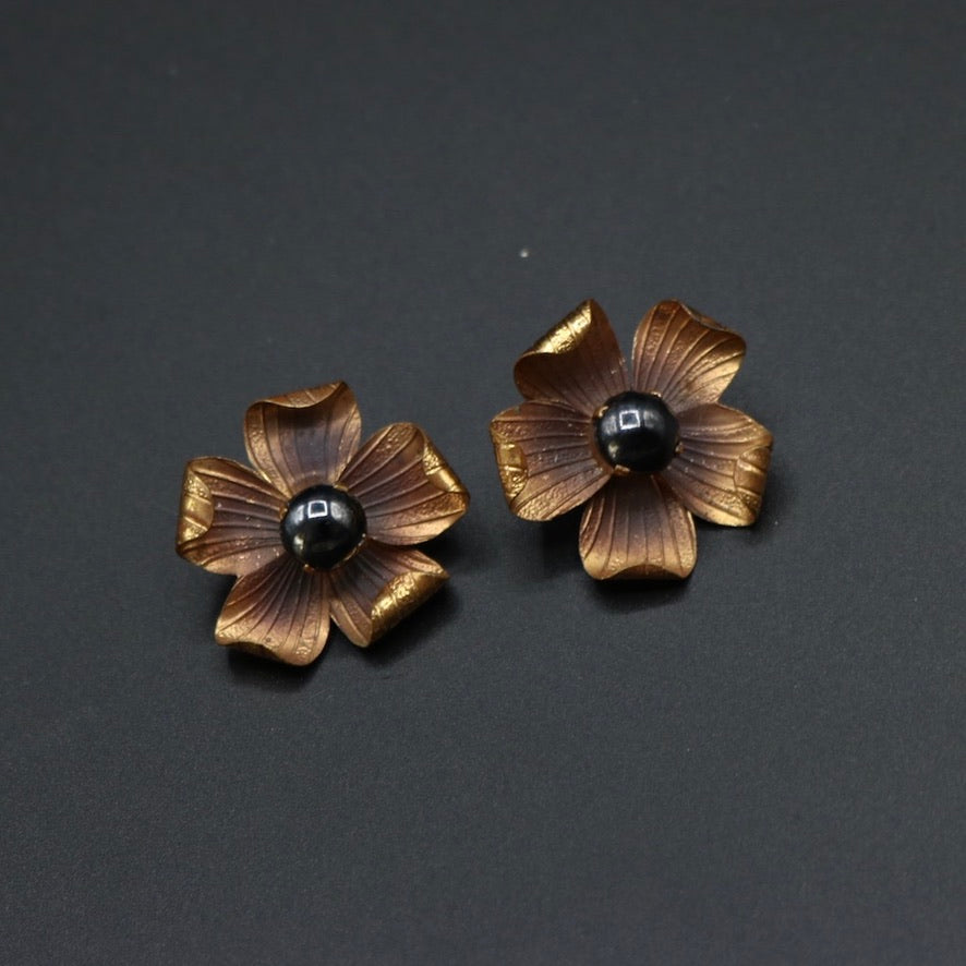 Vintage 1950s original lightweight flower clip earrings copper (?)