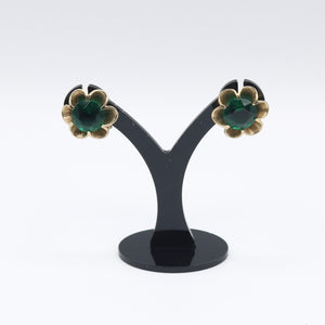 Vintage 1950s original goldtone flower clip earrings w green stone