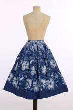 Load image into Gallery viewer, Vintage 1950s original novelty blue floral border print cotton skirt UK 8 US 4 XS S