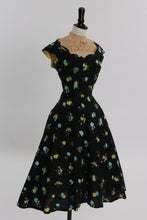 Load image into Gallery viewer, Vintage 1950s original floral print cotton dress w scalloped neckline UK 8 10 US 4 6 S