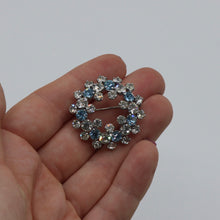Load image into Gallery viewer, Vintage 1950s blue and clear rhinestone wreath brooch