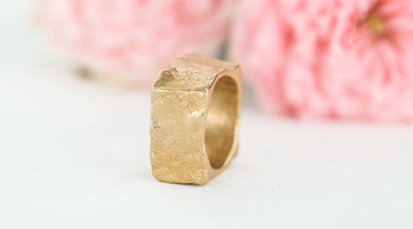 Handgefertigter Statement Ring in Bronze mit Steinstruktur