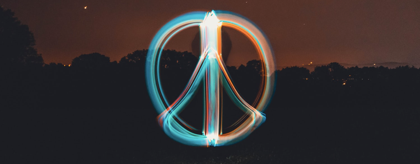 signe peace and love