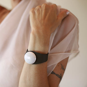 Deep Black Leather Bracelet + White Nacre Ceramic Button