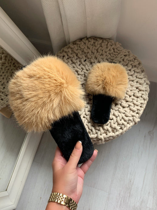 FLUFFY FAUX FUR SLIDER
