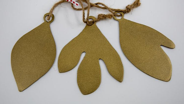 gold sassafras ornament