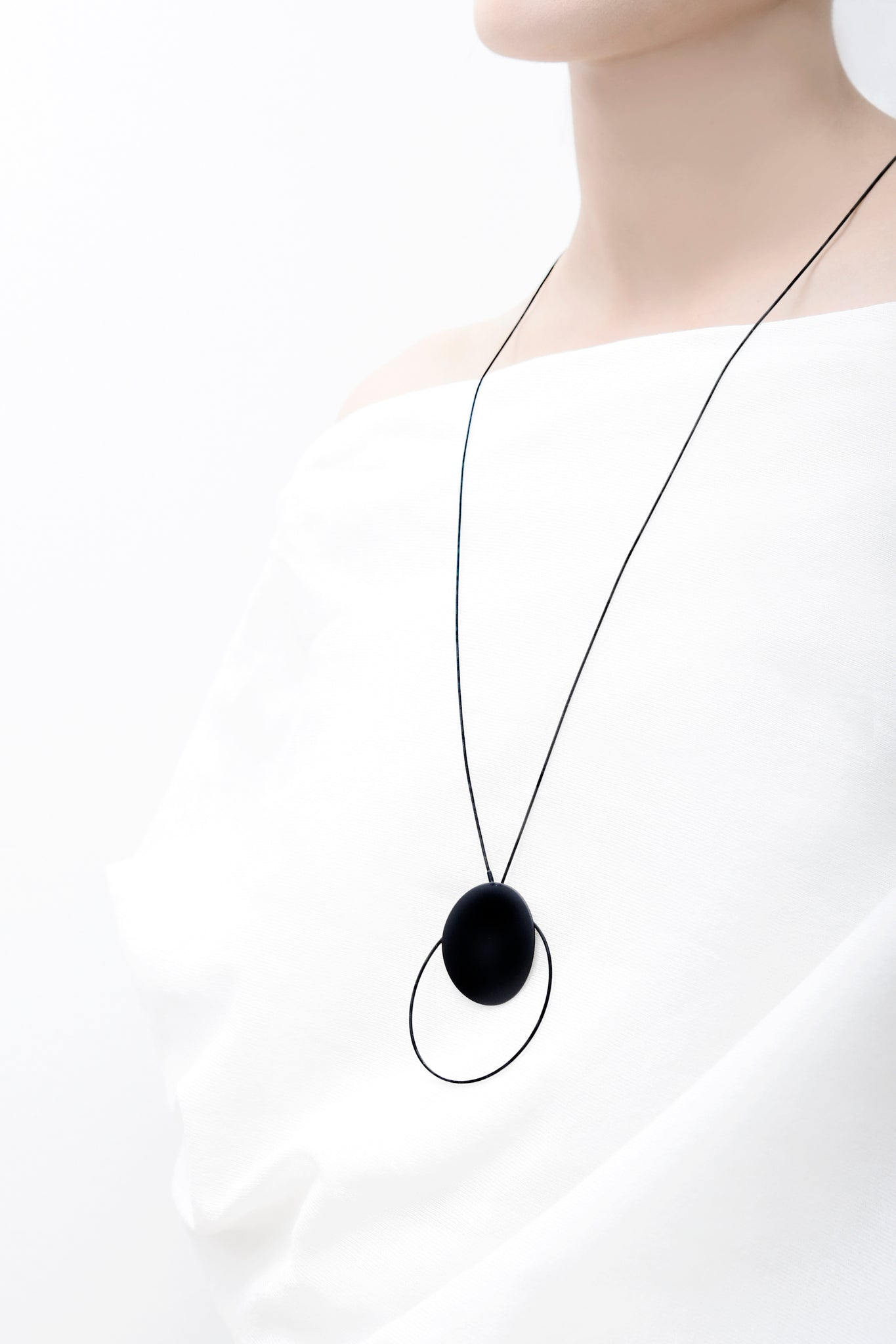 Halo dot necklace