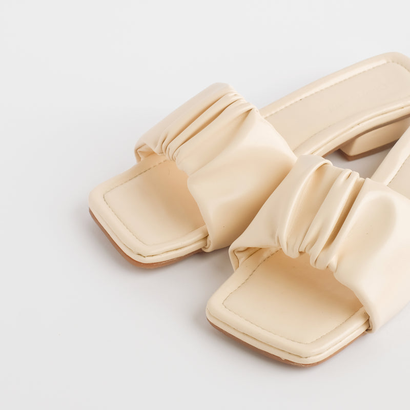 Aera Ivory Slippers