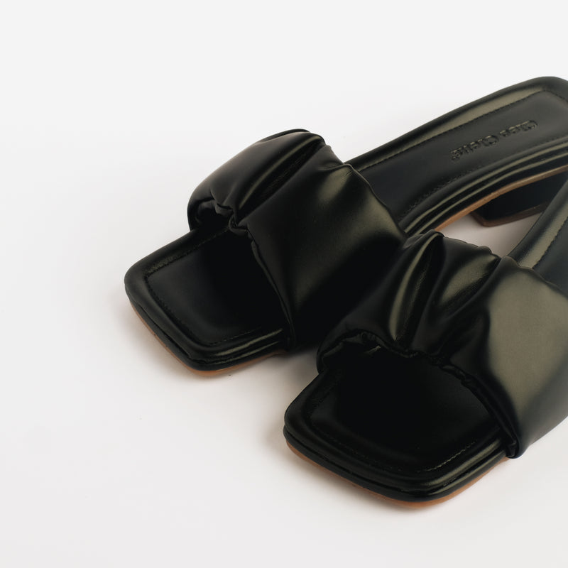 Aera Black Slippers