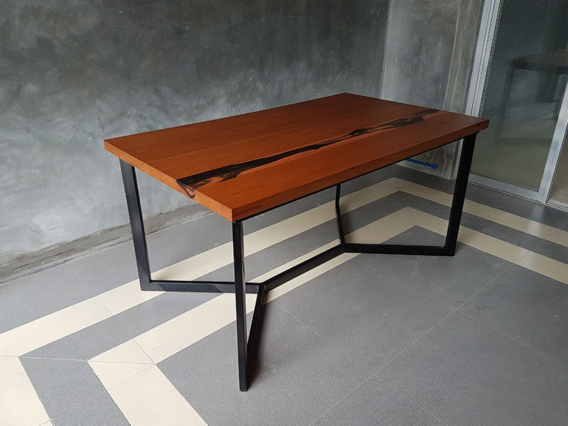 SINTURON DINING TABLE