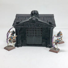 Load image into Gallery viewer, Crypt - Square - Four Doors - Fantasy Wargaming Terrain for 28mm 32mm - Frostgrave, Warhammer, Age of Sigmar, Hordes - sablebadger