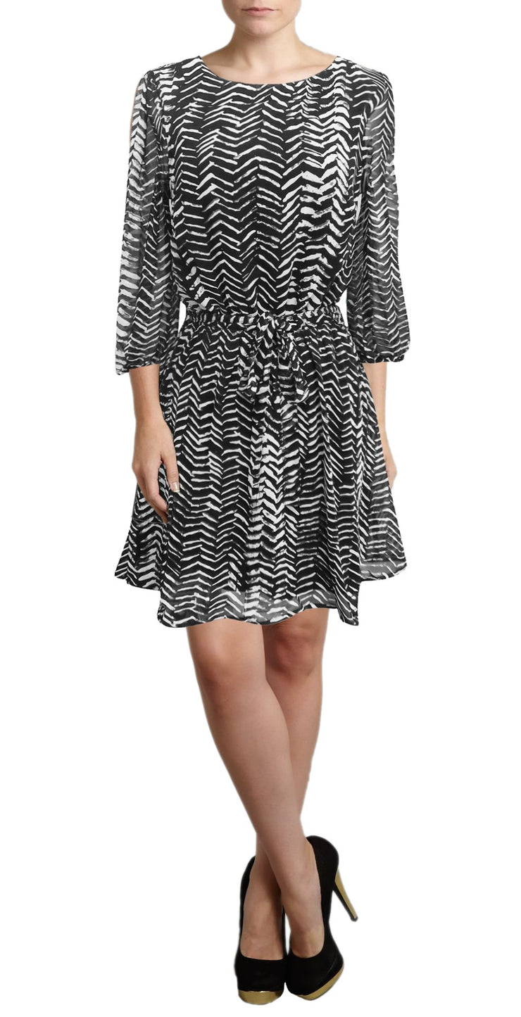 A2596-Zigzag-Shift-Bl-Wh-Dress