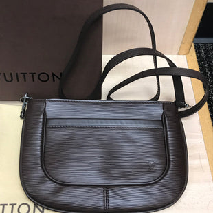 Primary Photo - BRAND: LOUIS VUITTON STYLE: HANDBAG DESIGNER COLOR: BROWN SIZE: SMALL OTHER INFO: SARVANGA MOKA FLAT EPI LEATHER CROSSBODY WITH DUST BAG AND BOX SKU: 239-23911-69875