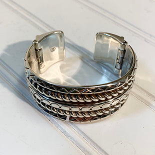 Primary Photo - BRAND: BRIGHTON STYLE: BRACELET COLOR: SILVER OTHER INFO: NEW!  RETIRED TROPIC HEART BANGLE SKU: 239-23911-71070