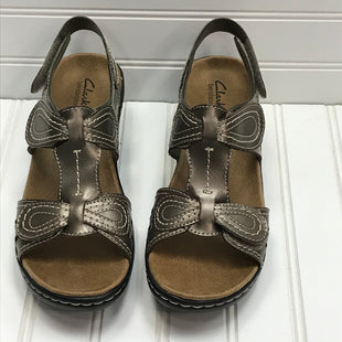 Primary Photo - BRAND: CLARKS STYLE: SANDALS LOW COLOR: PEWTER SIZE: 9 SKU: 239-23918-38693NEW! LEXI BENDABLES