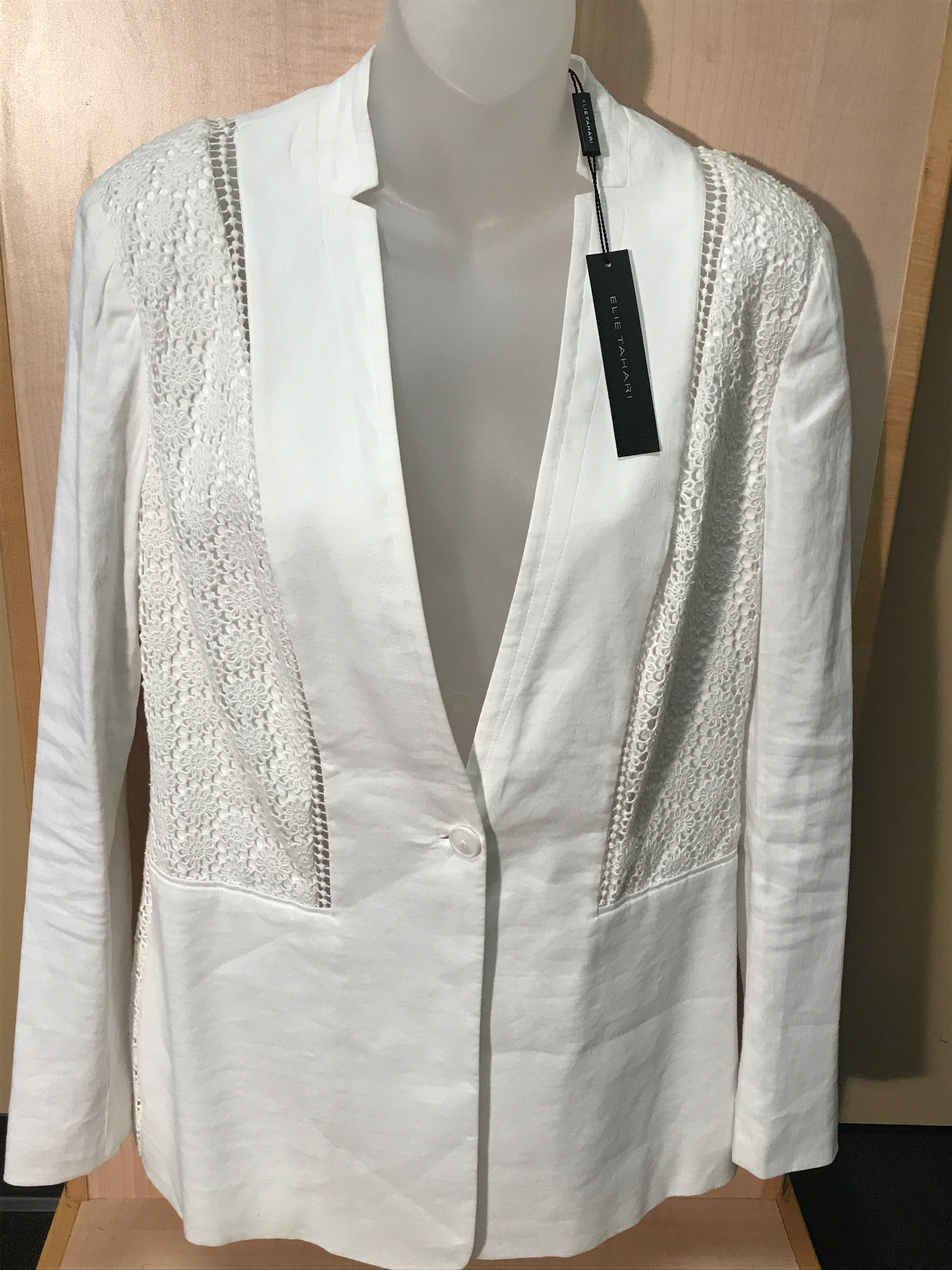 Primary Photo - BRAND: ELIE TAHARI<BR>STYLE: BLAZER JACKET<BR>COLOR: WHITE<BR>SIZE: 6<BR>SKU: 239-23911-54743