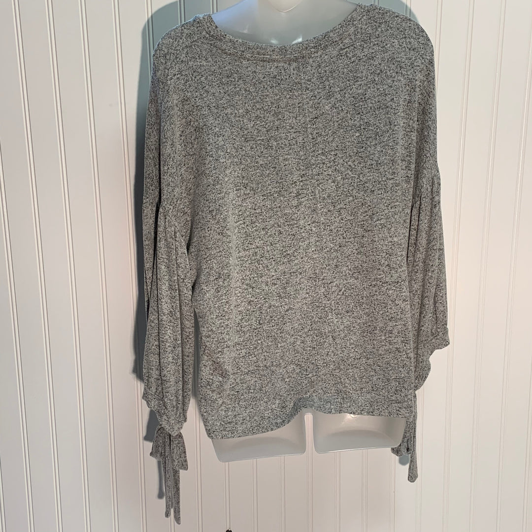 Photo #1 - BRAND: LUCKY BRAND <BR>STYLE: TOP LONG SLEEVE <BR>COLOR: GREY <BR>SIZE: M <BR>SKU: 239-23911-69628