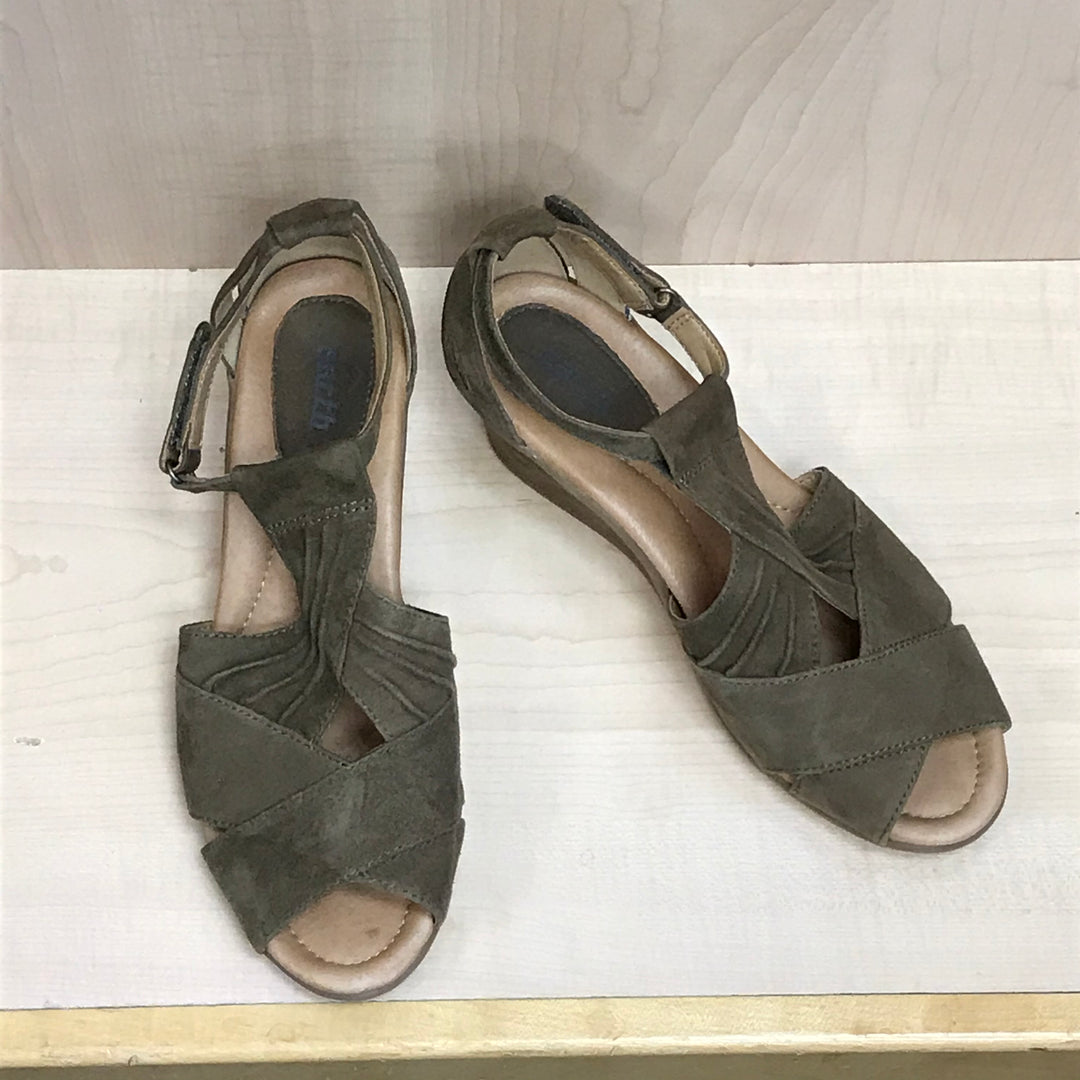 Primary Photo - BRAND: EARTH <BR>STYLE: SANDALS LOW <BR>COLOR: TAUPE<BR>SIZE: 10 <BR>SKU: 239-23911-72741