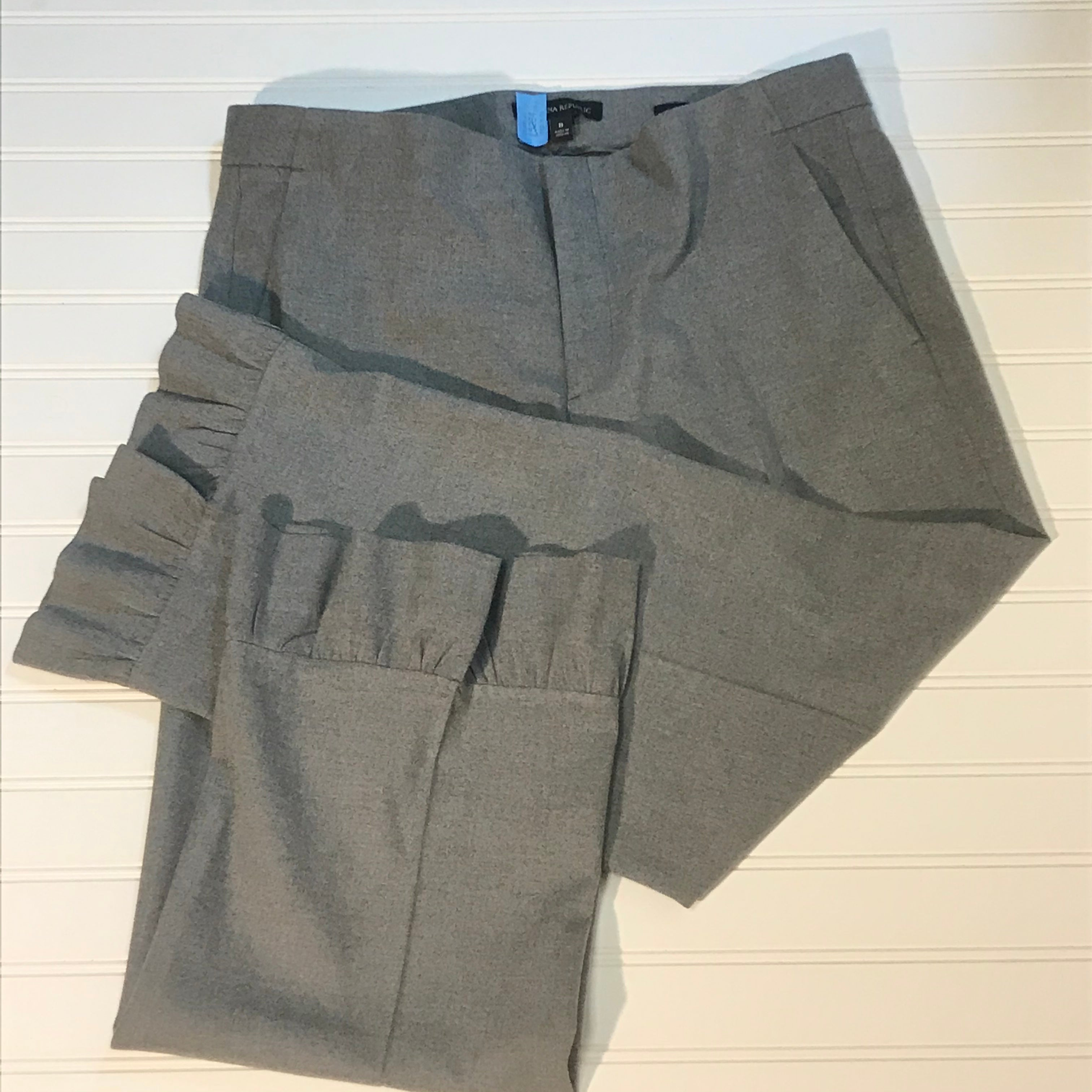 Primary Photo - BRAND: BANANA REPUBLIC <BR>STYLE: PANTS <BR>COLOR: GREY <BR>SIZE: 8 <BR>SKU: 239-23918-36306<BR>CROPPED, RUFFLED HEM