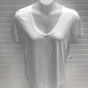 Primary Photo - BRAND: ATHLETA STYLE: TOP SHORT SLEEVE BASIC COLOR: WHITE SIZE: L OTHER INFO: NEW! TALL, BREEZY SCOOP V TEE SKU: 239-23911-73598