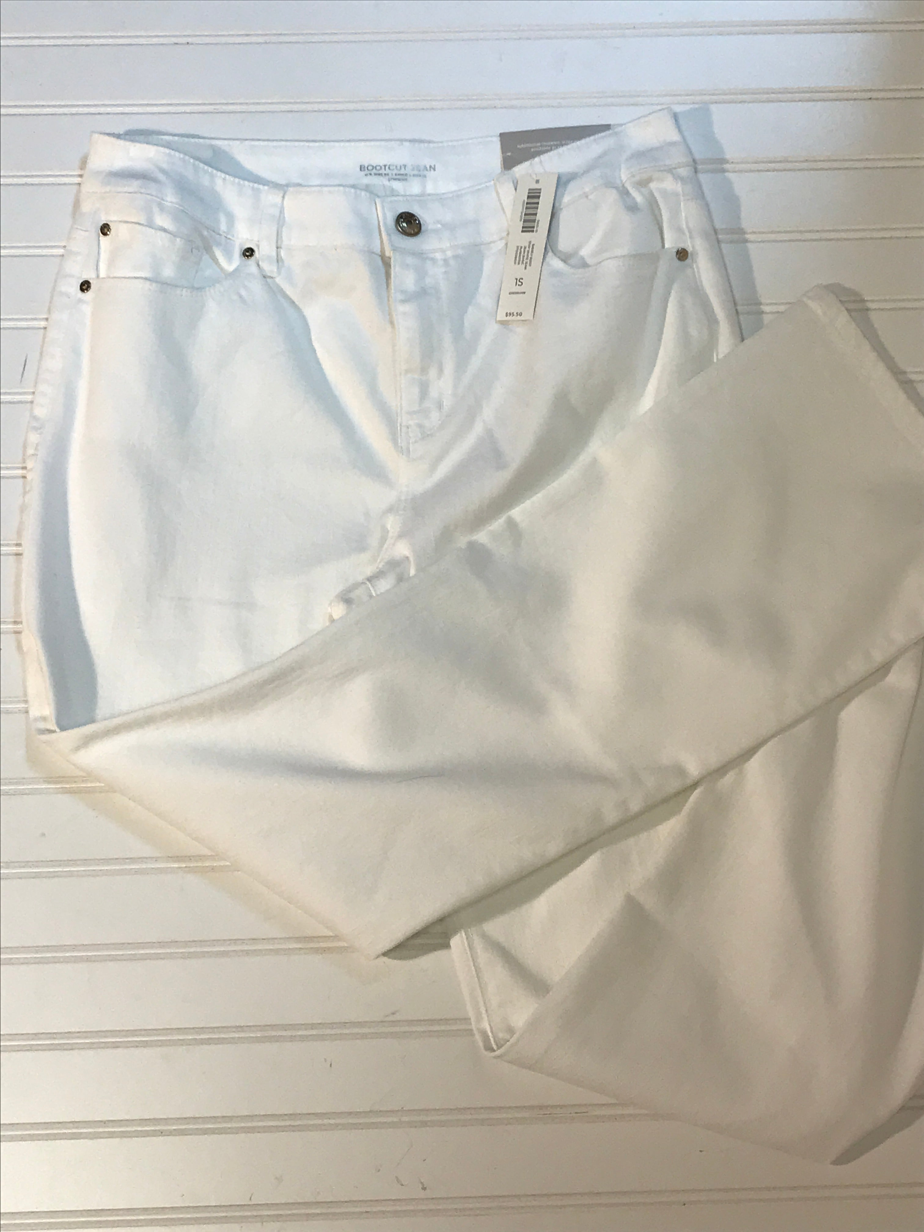 Primary Photo - BRAND: CHICOS <BR>STYLE: JEANS <BR>COLOR: WHITE <BR>SIZE: 8 <BR>OTHER INFO: NEW! BOOT CUT, SHORT<BR>SKU: 239-23911-68407