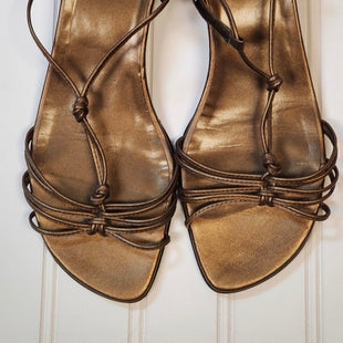 Primary Photo - BRAND: STUART WEITZMAN STYLE: SANDALS LOW COLOR: BRONZE SIZE: 6.5 SKU: 239-23911-68536