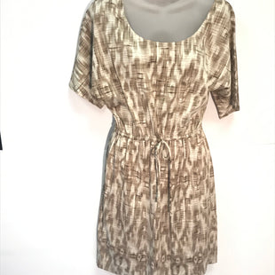 Primary Photo - BRAND: ANN TAYLOR STYLE: DRESS SHORT SHORT SLEEVE COLOR: TAUPE SIZE: 6 SKU: 239-23911-66794