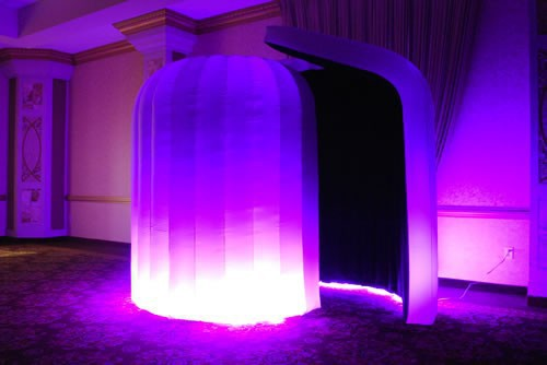 Inflatable enclosure photo booth