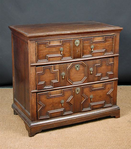 17th century Oak Chest of Drawers c.1690