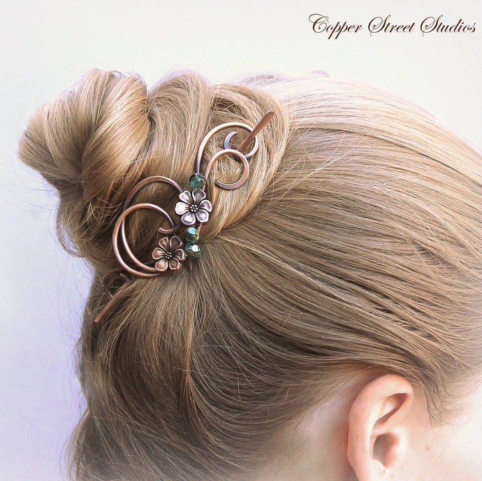 Small hair clip with raven in green bronze