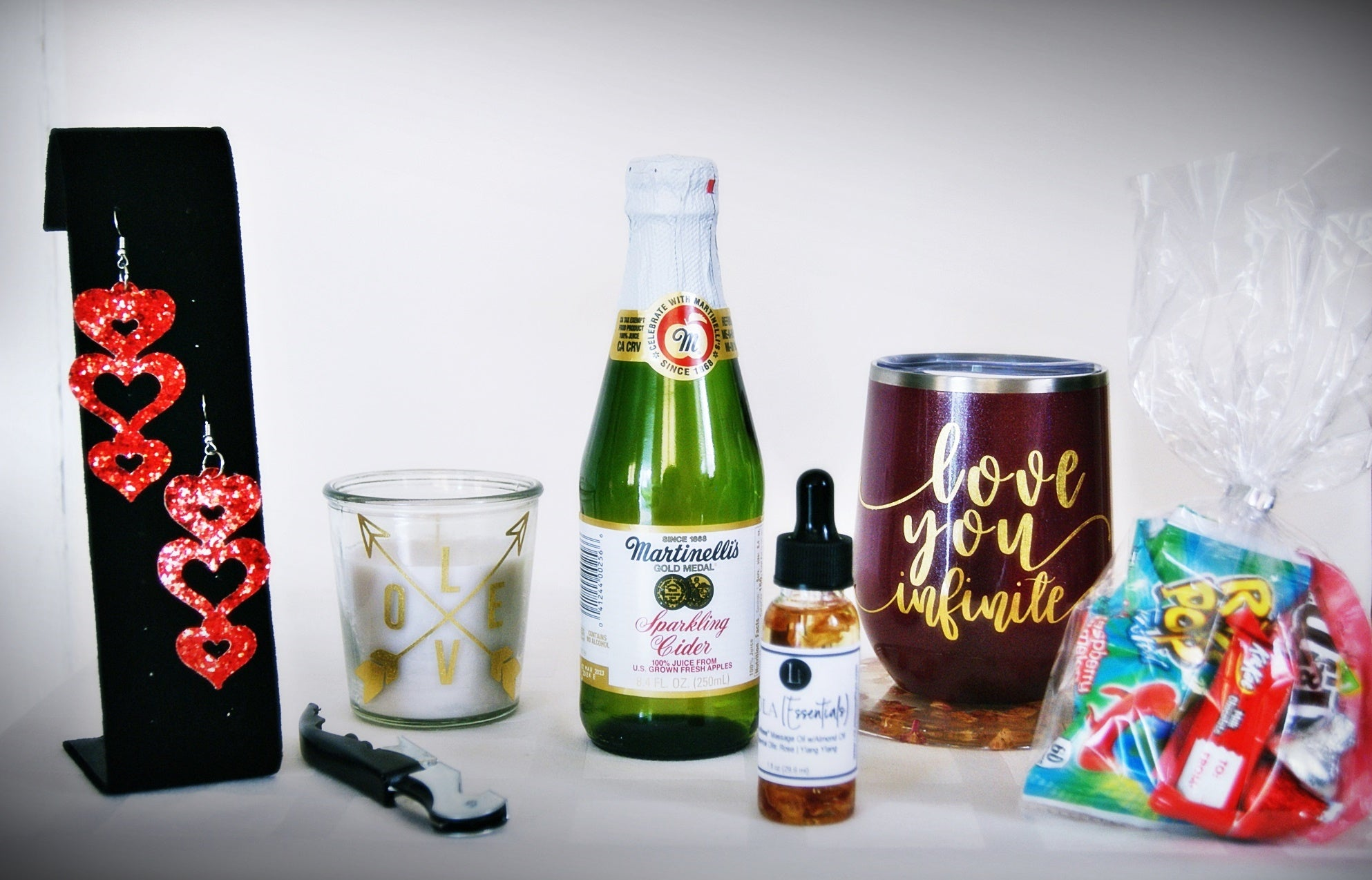 LOLA(Essentials) Mini-Love Box for One with Sparkling Cider