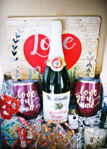 LOLA(Essentials) Love Box for Two with Sparkling Cider