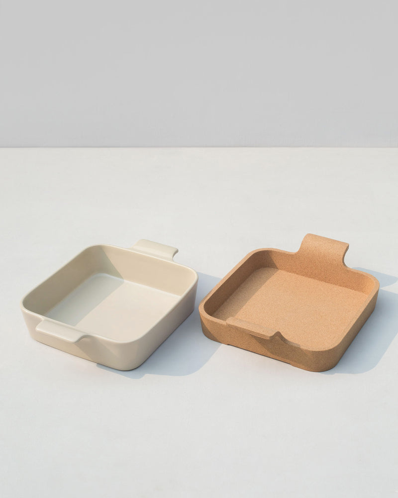 Java Baking Dish with Cork Lining