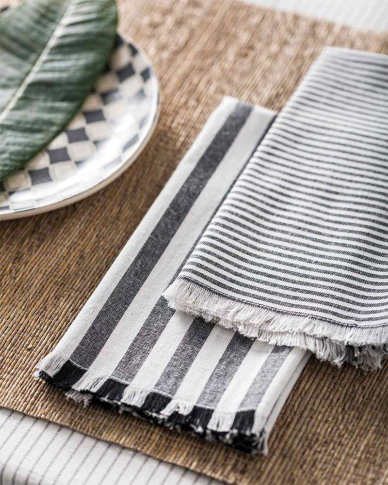 Black & White Dinner Napkins (Set of 4)