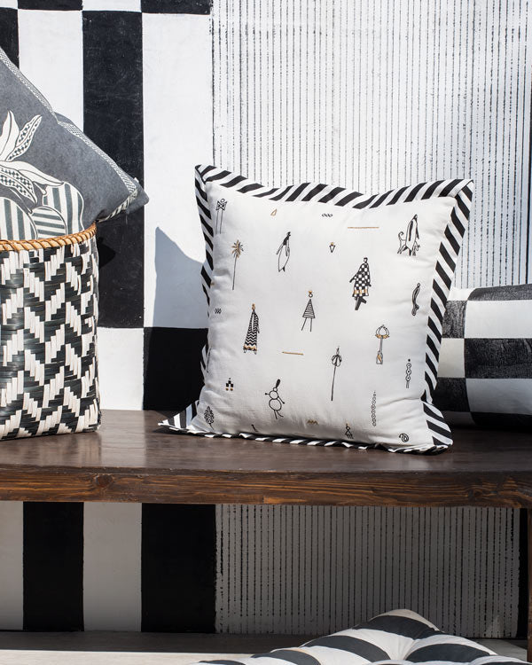Musafir Cushion - Black & White