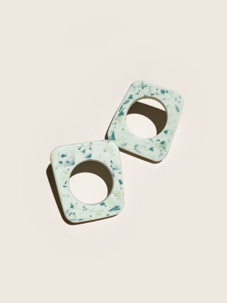Play - Rounded square in vintage mint