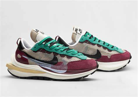 NIKE X SACAI VAPOR-WAFFLE VILLAIN RED NEPTUNE GREEN - The Edit Man London Online
