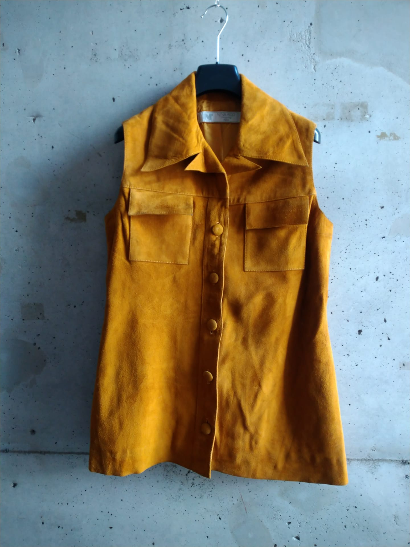 Sleeveless suede jacket