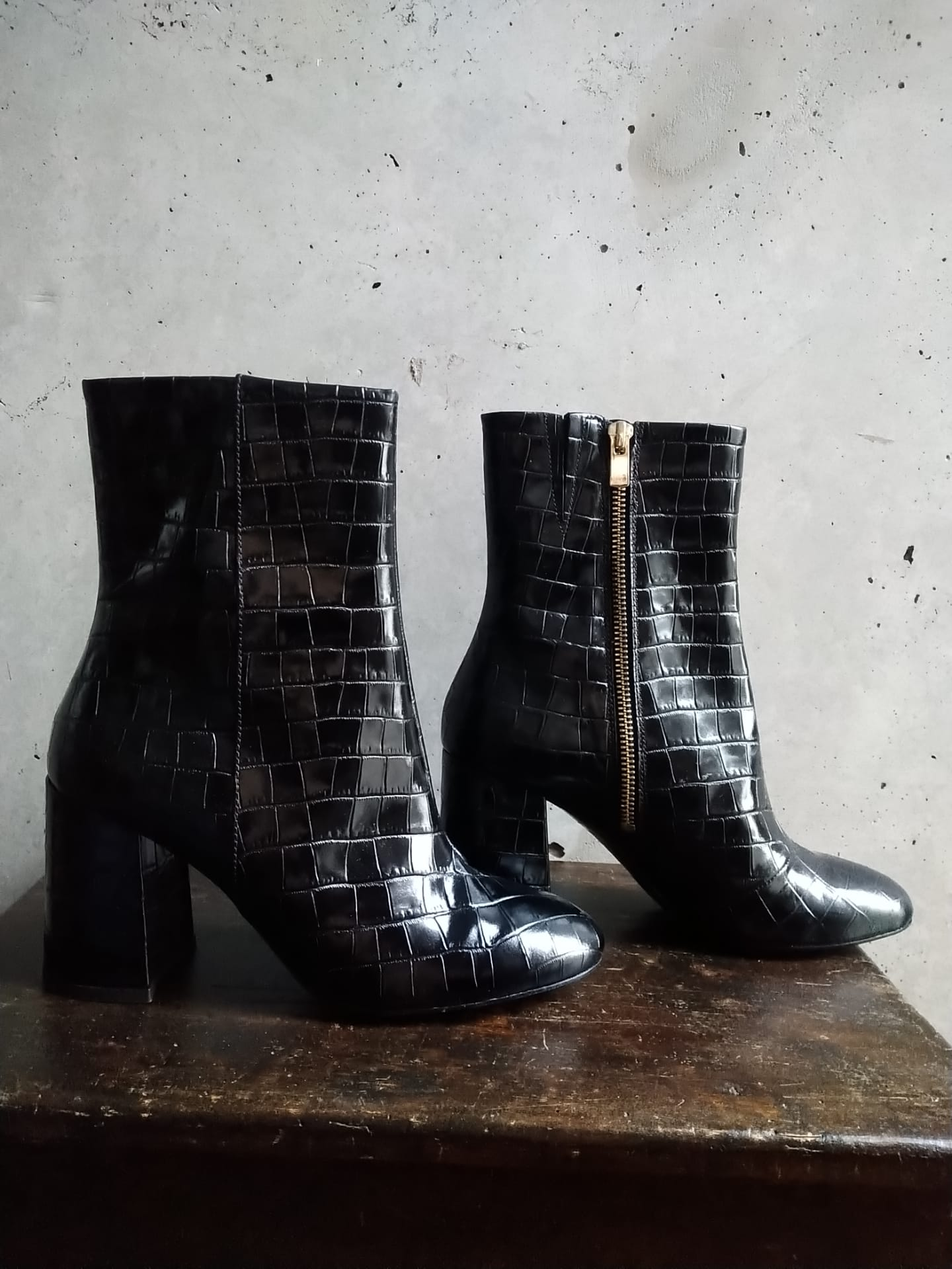 Croc-effect leather boots