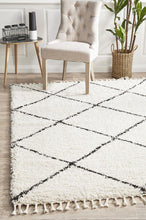 Load image into Gallery viewer, Saffron 22 White Rug