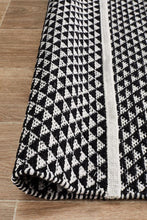 Load image into Gallery viewer, Spirit Finn Flat Woven Triangles Rug Black