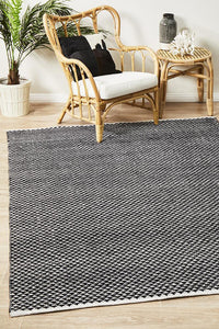 Spirit Finn Flat Woven Triangles Rug Black